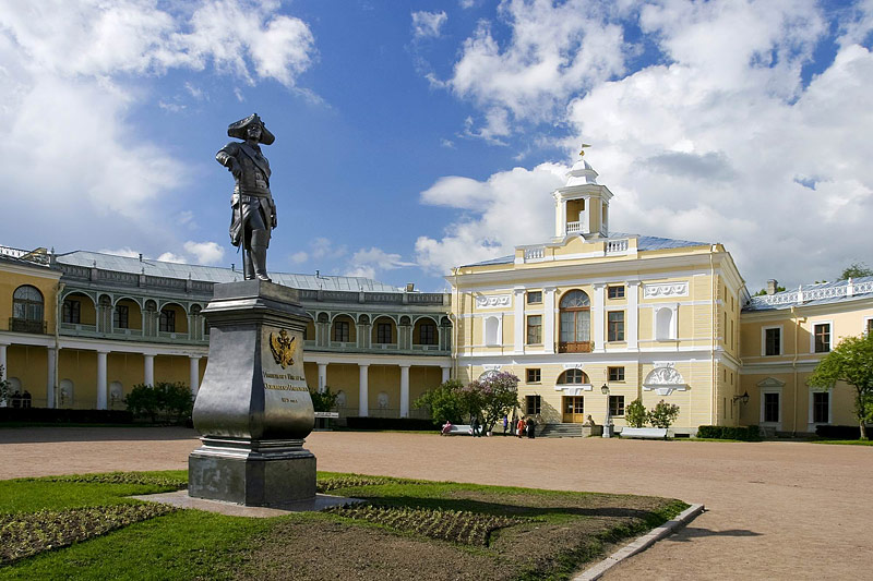 pavlovsk open-courtyard-of-the-grand-palace-in-pavlovsk